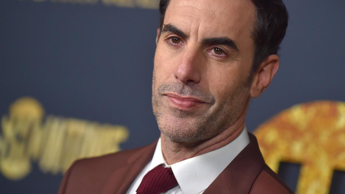 VIDEO: Sacha Baron Cohen 'mata' al coronavirus a golpes con una sartén en la secuela de 'Borat'