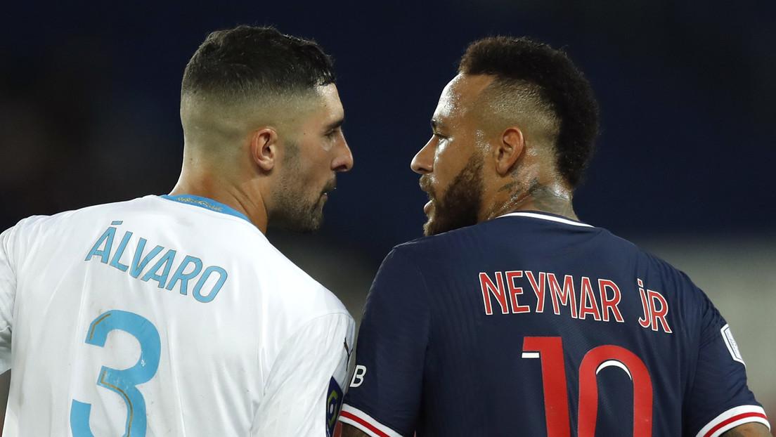 Evidencia insuficiente: eximen al futbolista Álvaro González de racismo tras un encontronazo en la cancha con Neymar