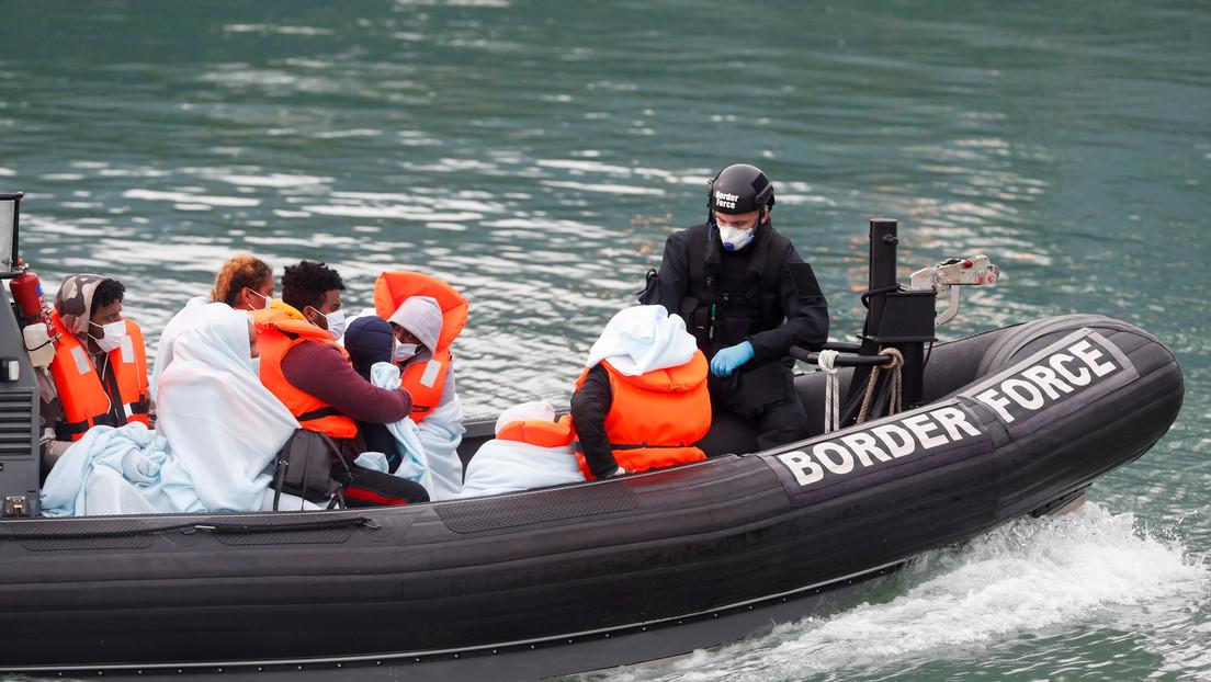 Reino Unido estudia instalar 'máquinas de olas' en el canal de la Mancha para frenar la inmigración ilegal