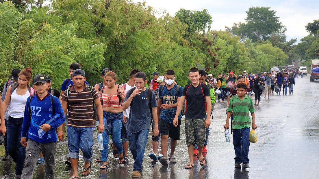 El presidente de Guatemala ordena detener a los migrantes hondureños que ingresaron al país en una caravana rumbo a EE.UU.