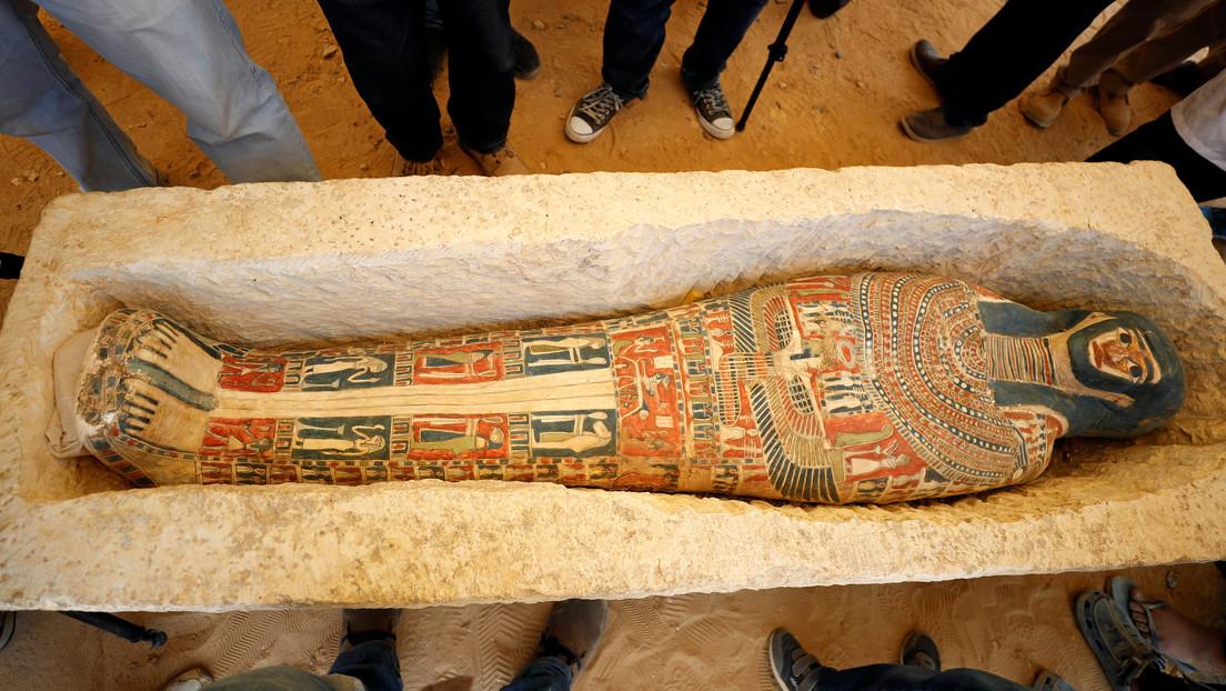 FOTO: Encuentran una estatua de bronce con incrustaciones de piedras preciosas del dios Nefertum en Egipto