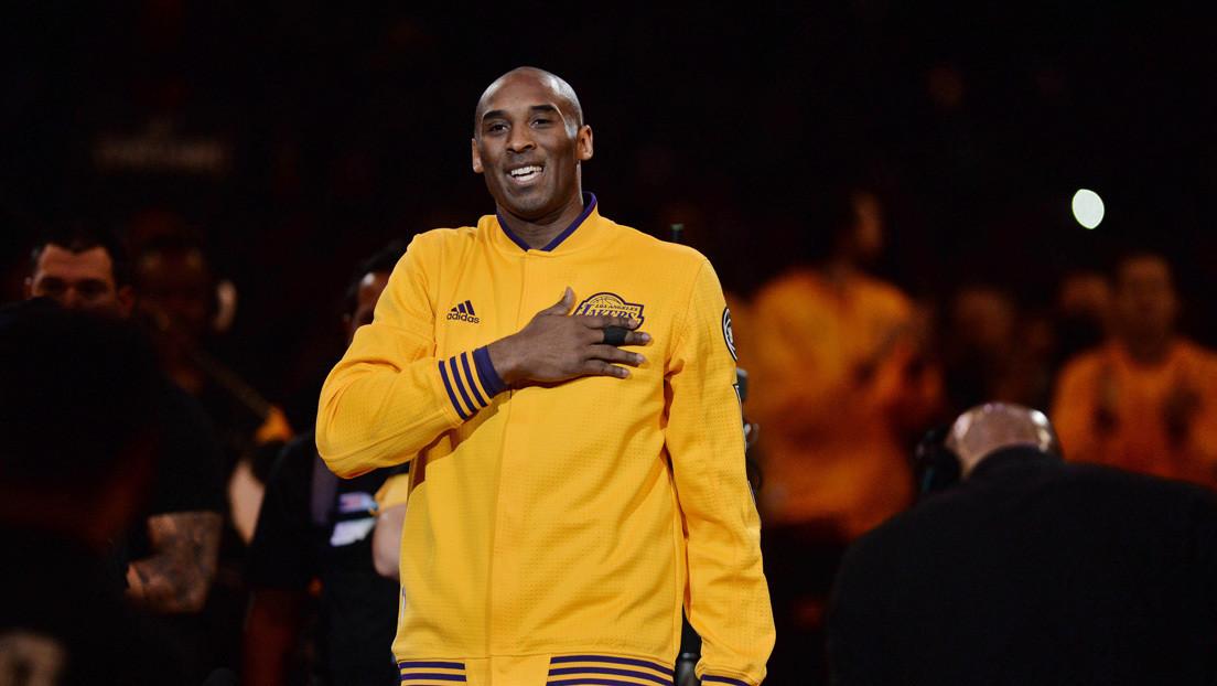 """Encuentran """"tesoros"""" de Kobe Bryant escondidos en un viejo ropero y los devuelven a su familia (VIDEO)"""