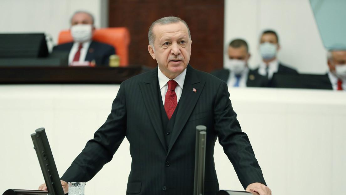 """Erdogan afirma que espera que Azerbaiyán continúe la ofensiva en Nagorno Karabaj y """"libere"""" la región"""