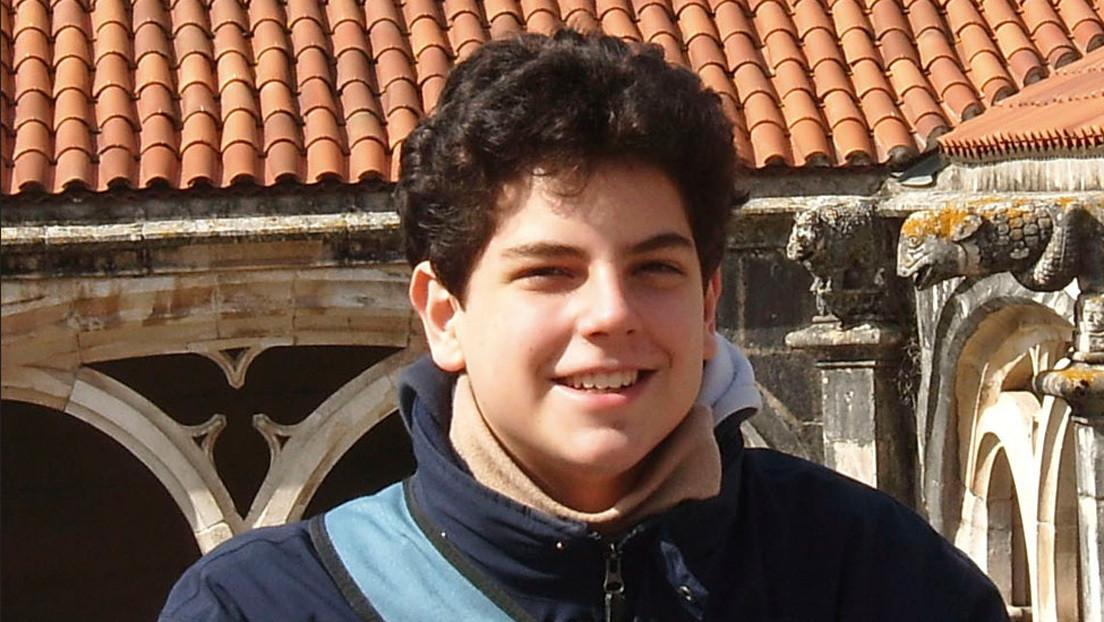"""""""Un santo en zapatillas deportivas"""": La increíble conservación del cuerpo de un adolescente italiano que será beatificado 14 años después de su muerte"""