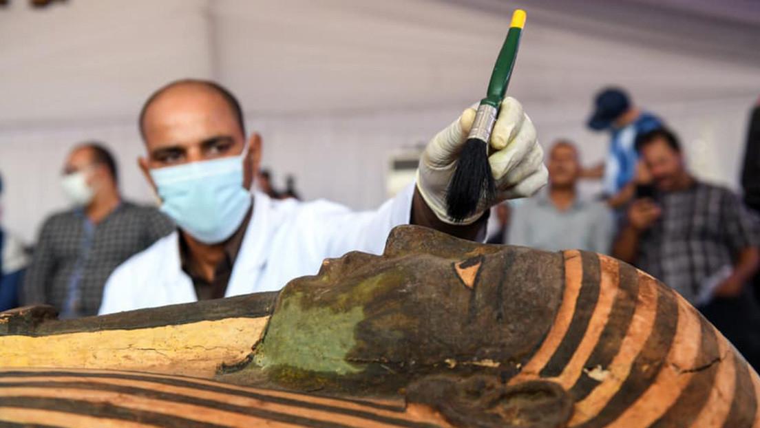 Hallan en Egipto 59 sarcófagos intactos con momias de más de 2.600 años (FOTOS)