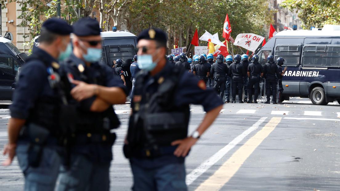 """Manifestaciones en Italia mientras el ex vice primer ministro Salvini es juzgado por el """"secuestro"""" de 131 inmigrantes en 2019 (VIDEO)"""