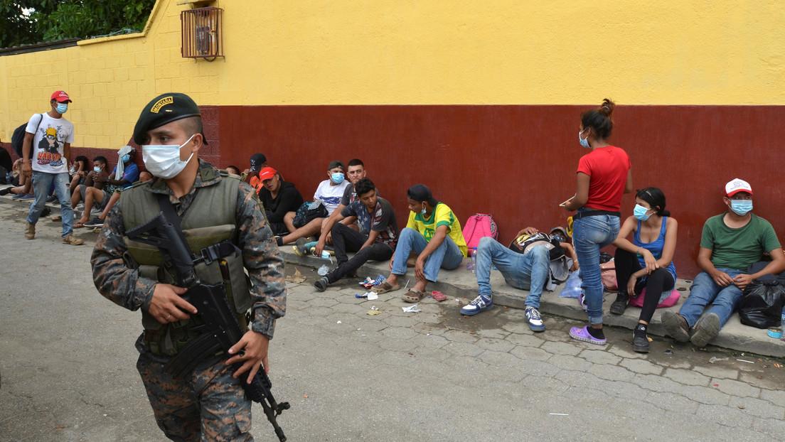 Guatemala deporta a más de 3.300 hondureños de la nueva caravana de migrantes