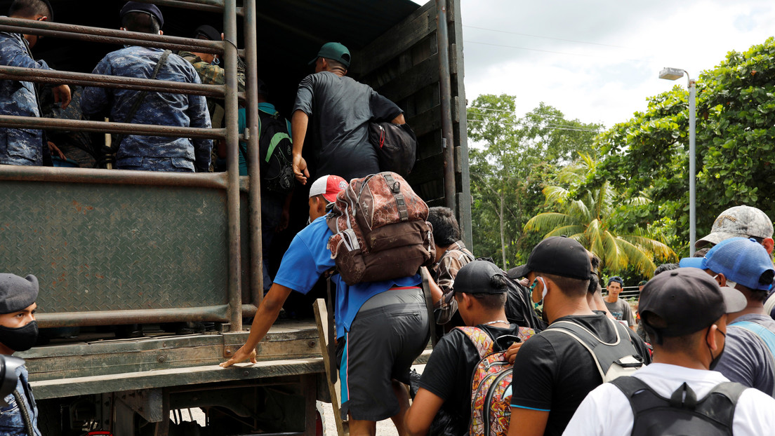 """López Obrador: """"Afortunadamente no se continúa con la caravana que viene de Honduras"""""""