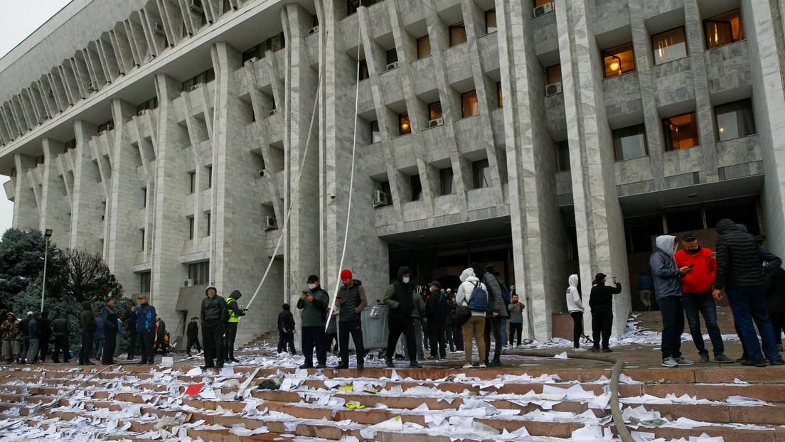 FOTOS, VIDEO: Arde la sede del Parlamento y la Presidencia de Kirguistán tras ser tomada por manifestantes