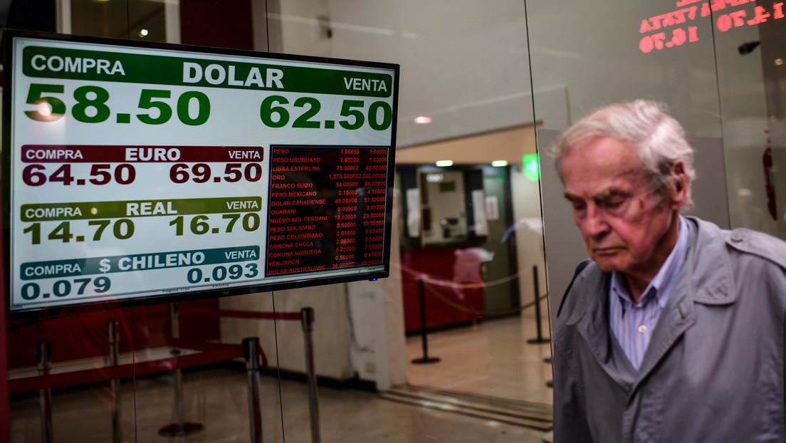 Por qué el peso argentino pierde su valor frente al dólar de forma constante