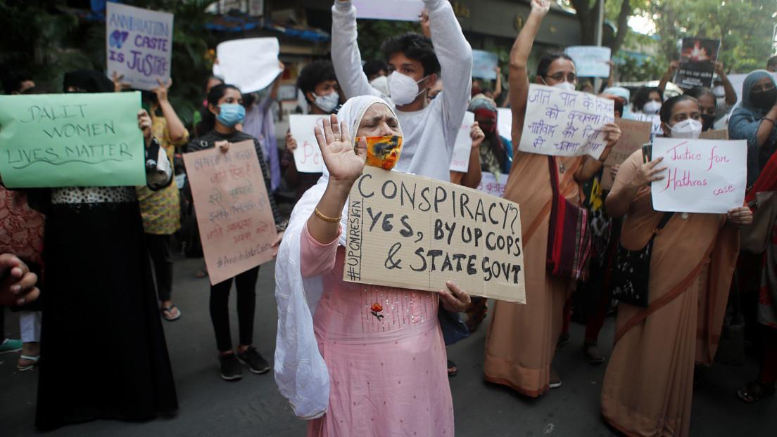 Una niña de seis años muere tras haber sido violada en India y sus padres colocan el cadáver en la calle en demanda de justicia