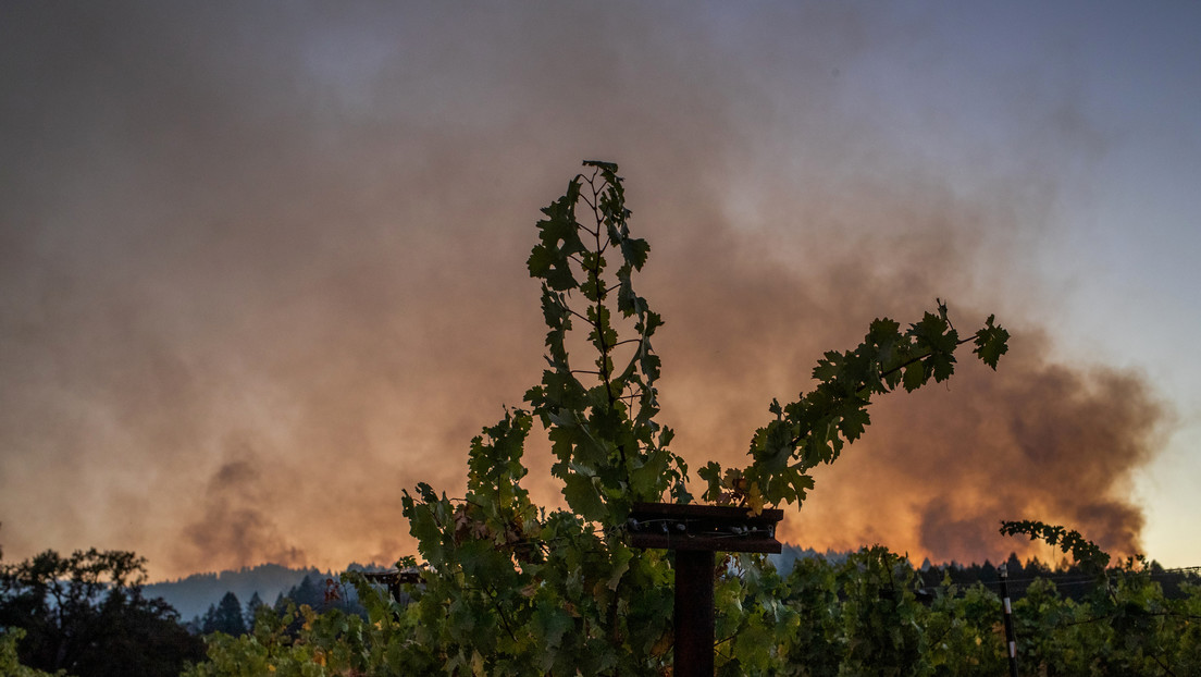 Los incendios forestales en California alcanzan el estatus de 'gigafuego' por primera vez en la historia moderna