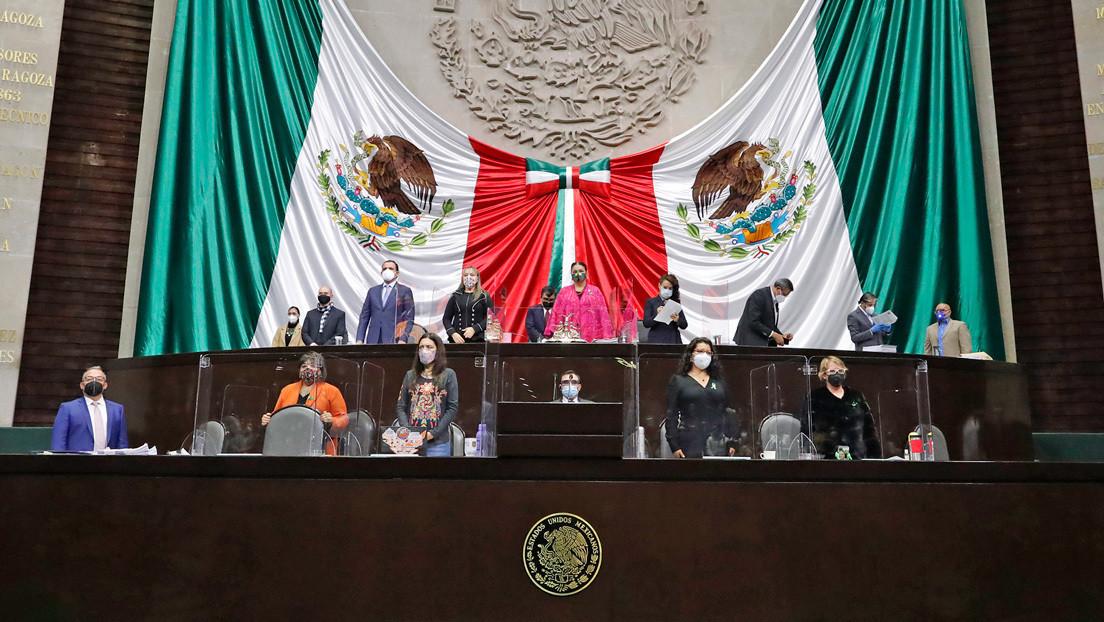 Entre empujones y patadas de los diputados: ¿por qué la ley para extinguir fideicomisos es tan polémica en México?
