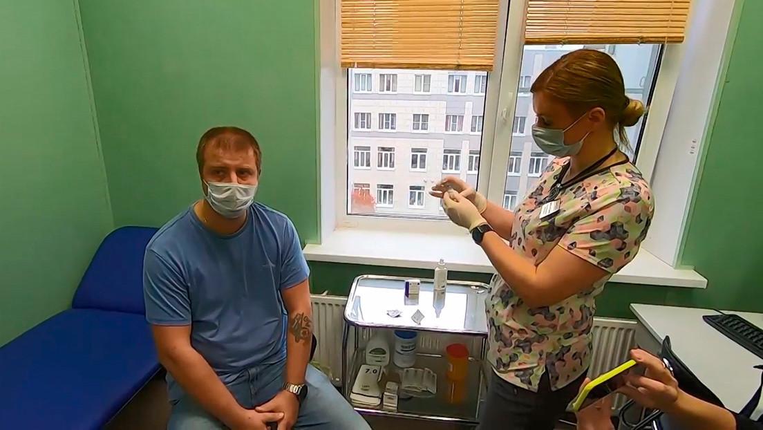 VIDEO: Médicos de San Petersburgo se vacunan con Sputnik V