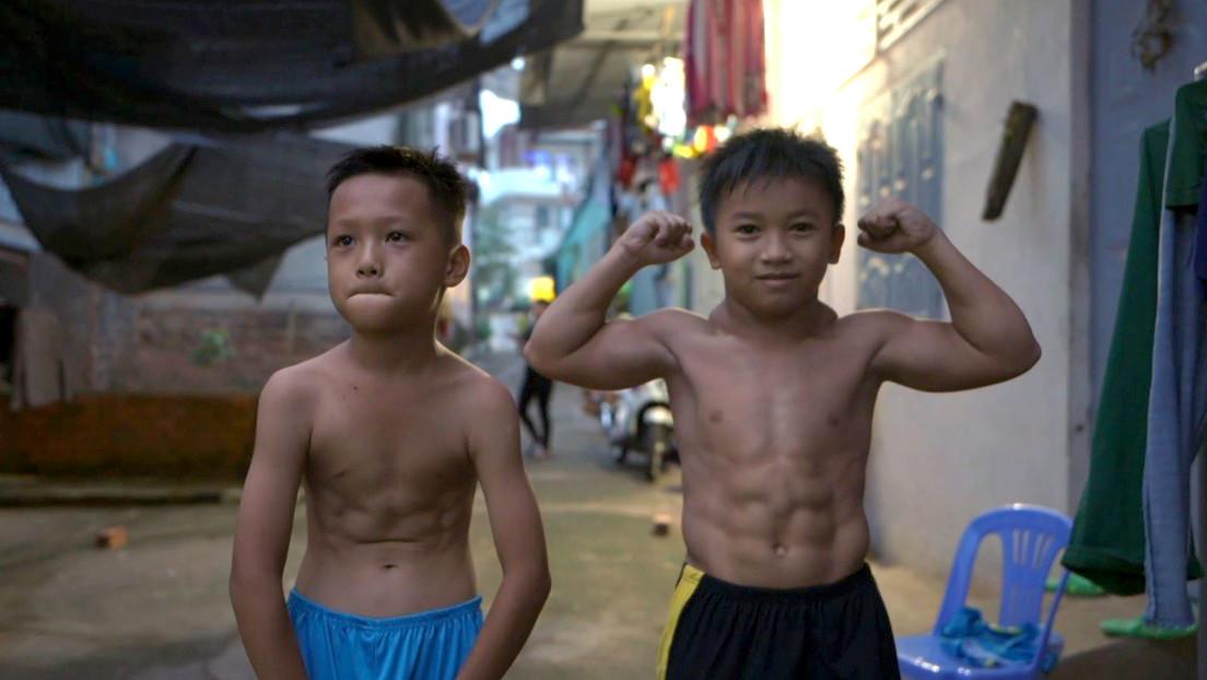 VIDEO: Un niño vietnamita de 10 años luce un cuerpo de fisicoculturista debido a una rara condición muscular