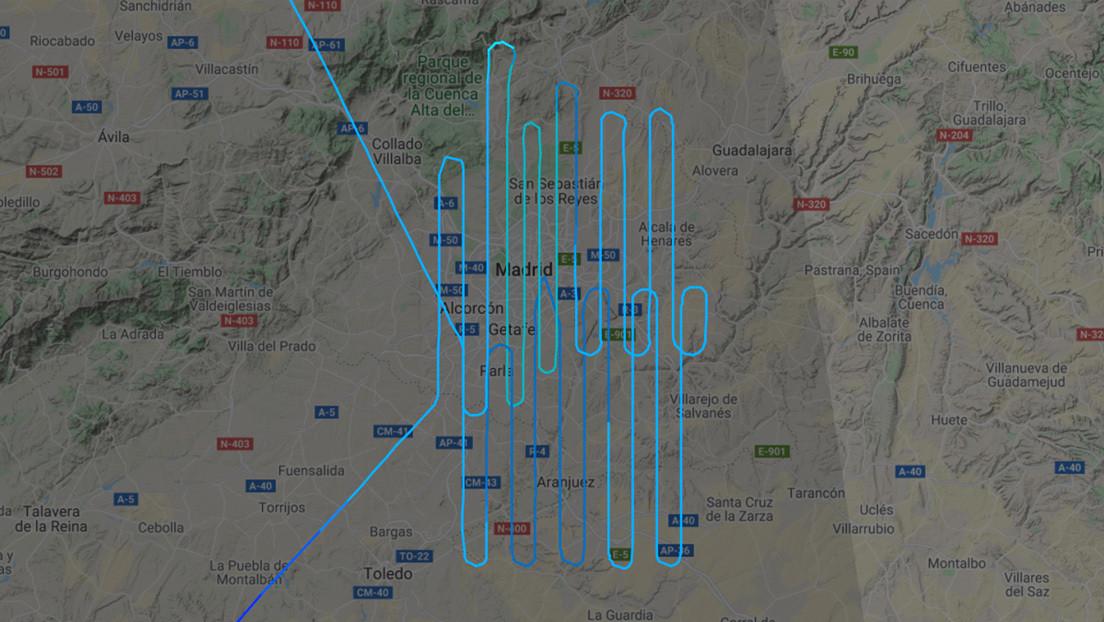 """""""¿Nos están fumigando?"""": El enigmático vuelo de un avión sobre Madrid que 'inquieta' a los usuarios"""