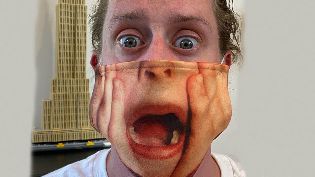 FOTO: Macaulay Culkin muestra una máscara con un cuadro de 'Home Alone' para recordar la necesidad de contener el covid-19