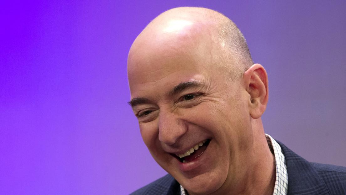 ¿Lex Luthor o el Doctor Octopus? Jeff Bezos maneja un par de manos robóticas gigantes y la Red lo comprara con un supervillano (VIDEO)