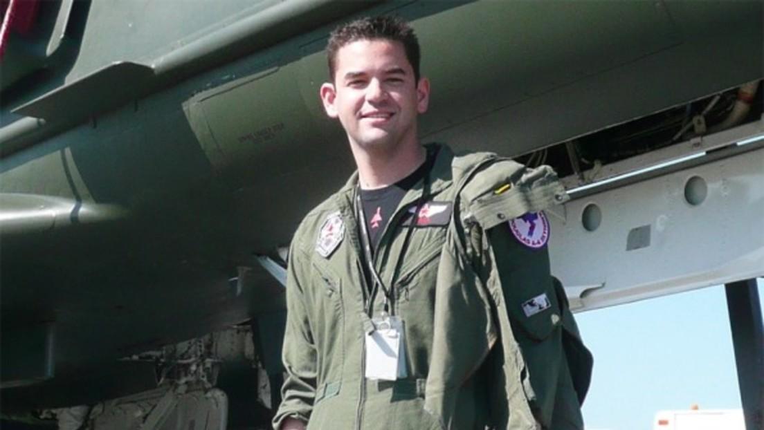 Un empresario que dejó la escuela secundaria y tiene como 'hobby' pilotar aviones de combate se convierte en multimillonario en medio de la pandemia