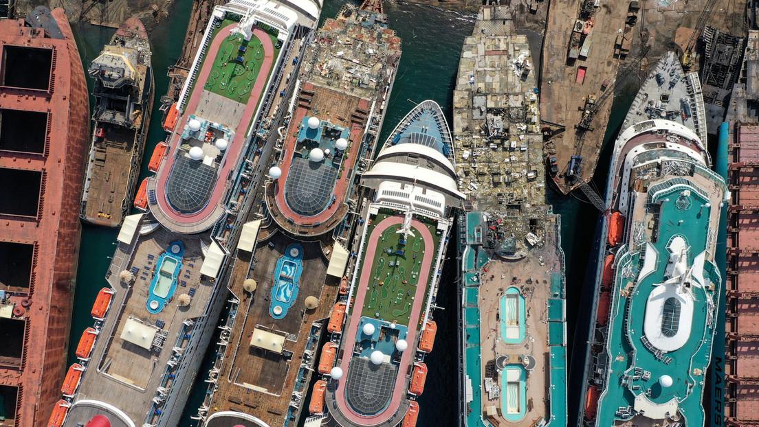 El desmantelamiento de enormes cruceros para convertirlos en chatarra se dispara en Turquía, tras la crisis del sector por el coronavirus