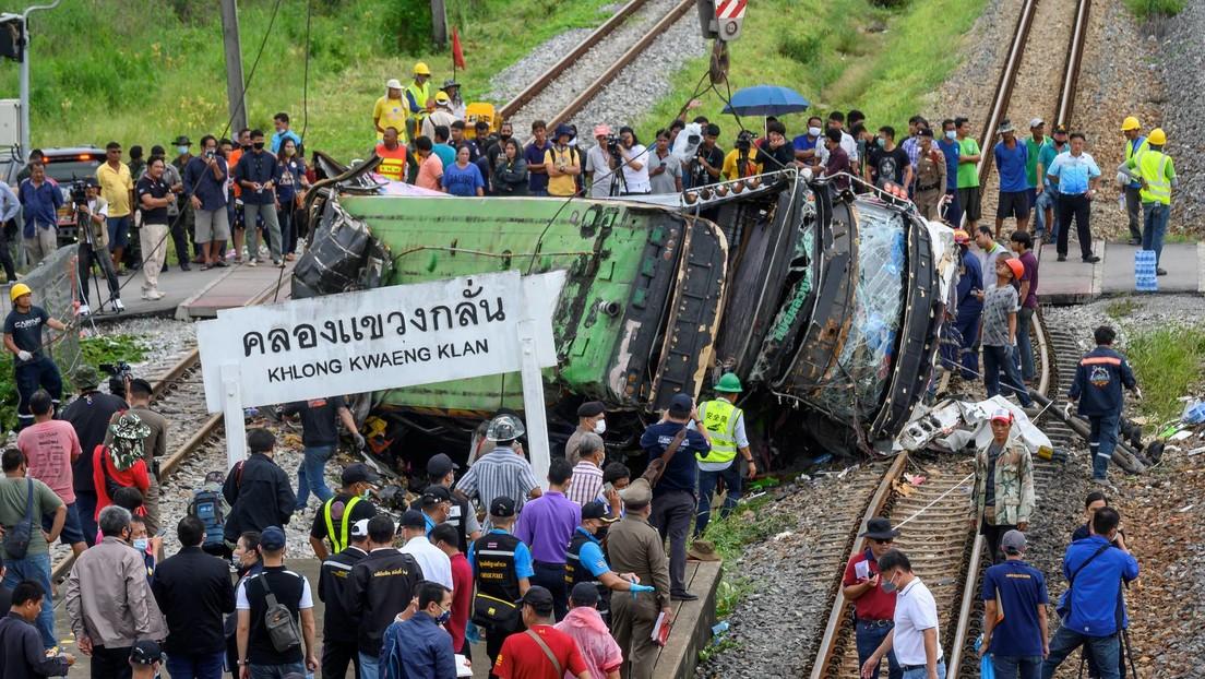 Colisión entre un tren y un autobús deja 18 muertos y 44 heridos en Tailandia (VIDEO)