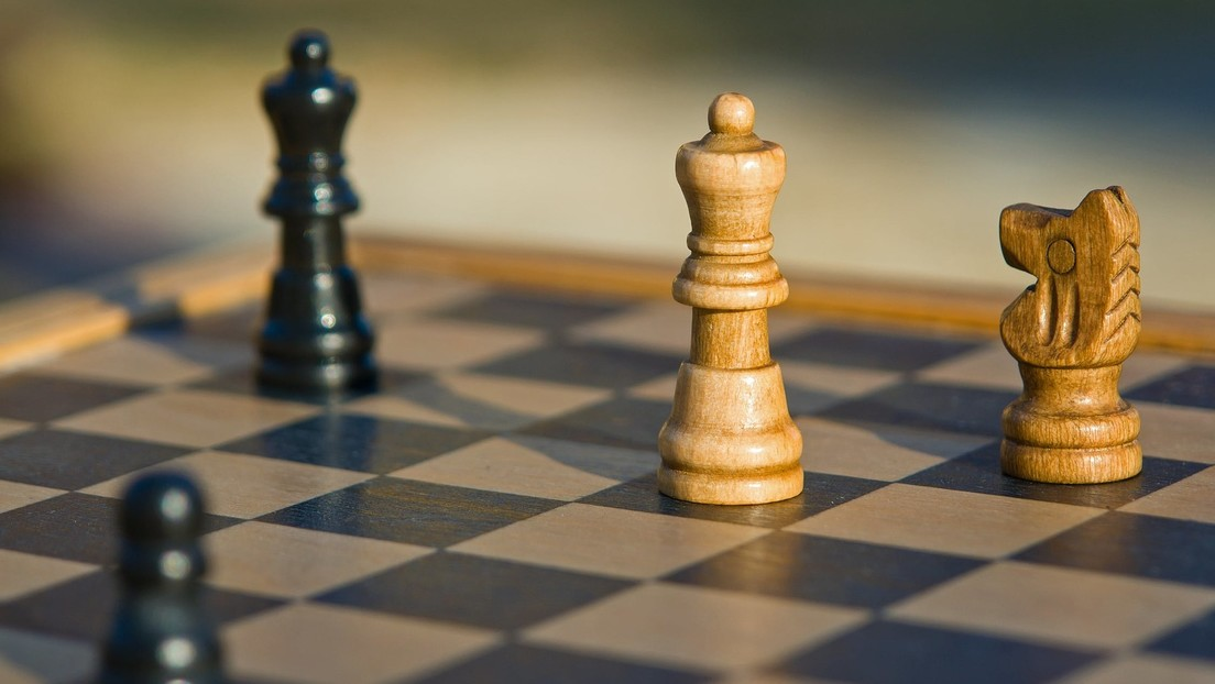 Un ajedrecista despojado de su título de gran maestro por hacer trampa cambia de identidad y juega en un torneo violando su sanción