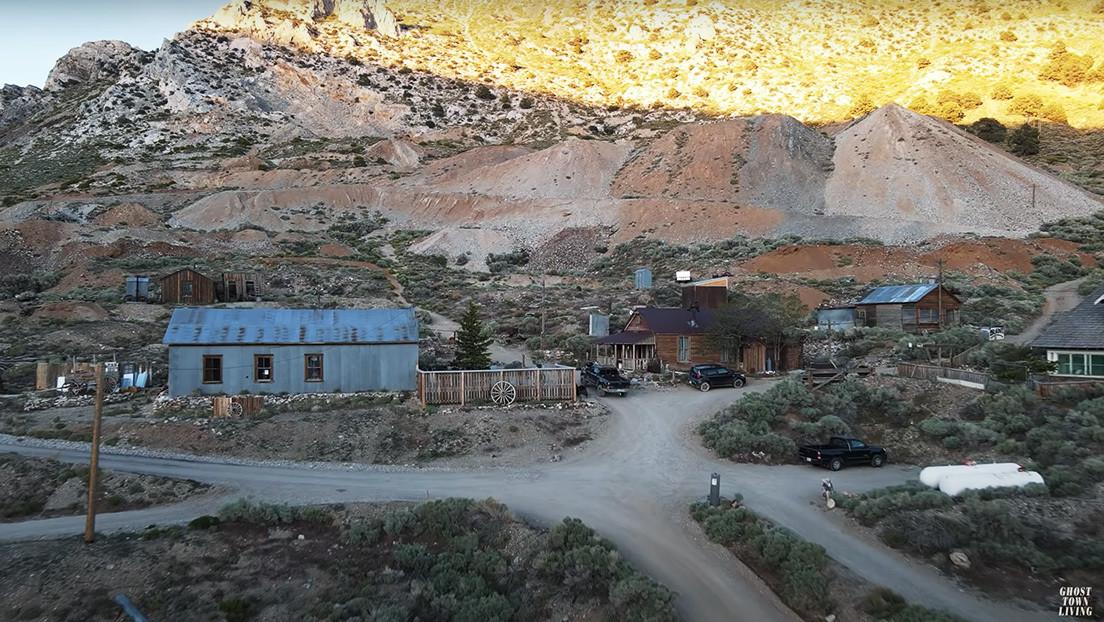 Un estadounidense pasa 6 meses aislado en un pueblo fantasma que compró por 1,4 millones de dólares