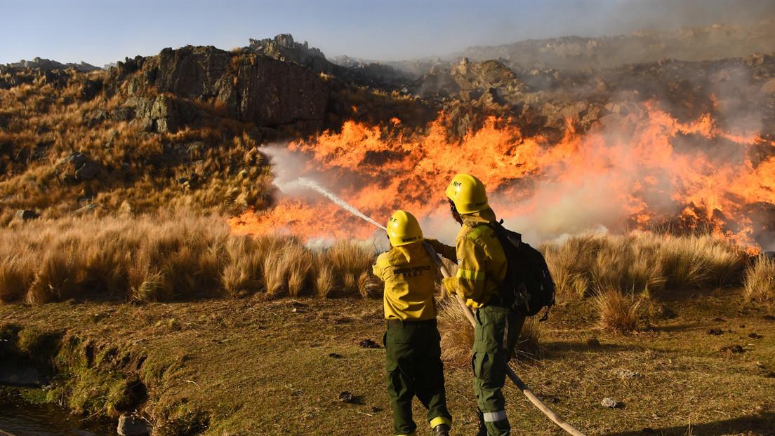 """""""Ningún bombero voluntario se va a morir solo"""": el combate a los incendios de Argentina desde adentro"""