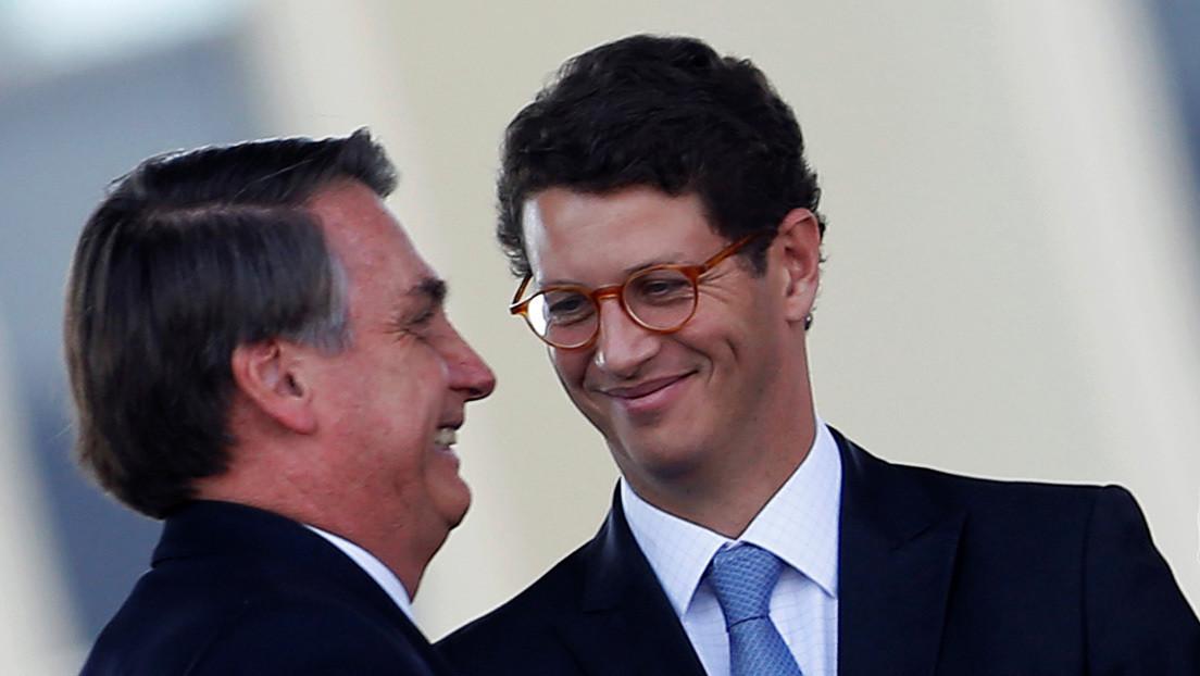 """Tribunal brasileño pide analizar """"de inmediato"""" la destitución del ministro de Medio Ambiente por la crisis en la Amazonía"""