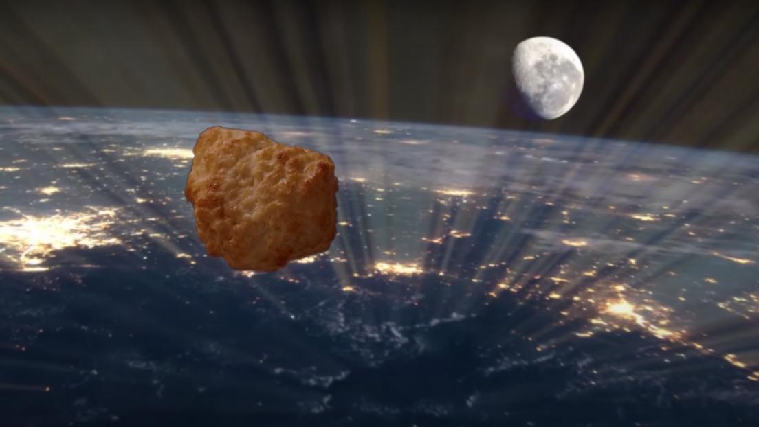 Una cadena de supermercados envía un 'nugget' de pollo a la estratosfera por primera vez (VIDEO)