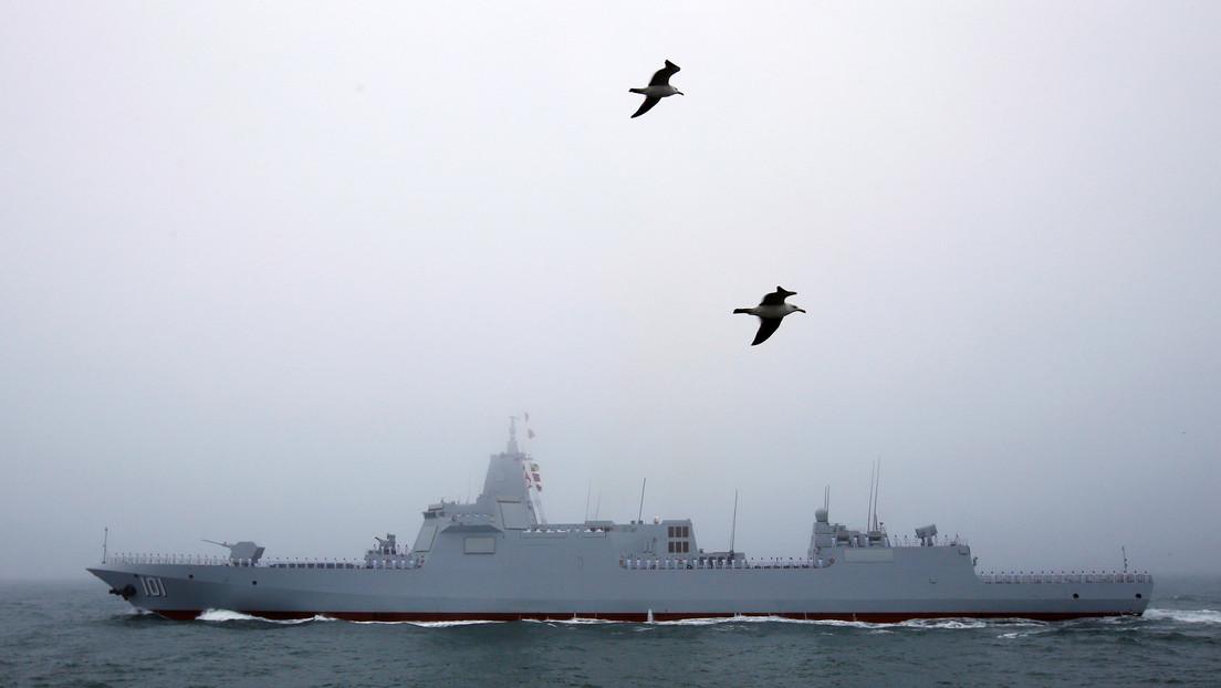 El destructor más nuevo de China puede atacar aviones furtivos y satélites con misiles guiados