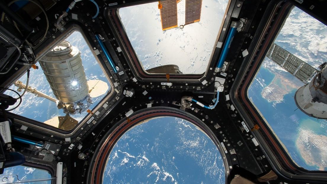 Los cosmonautas rusos encuentran una fuga de aire en la EEI usando una bolsita de té