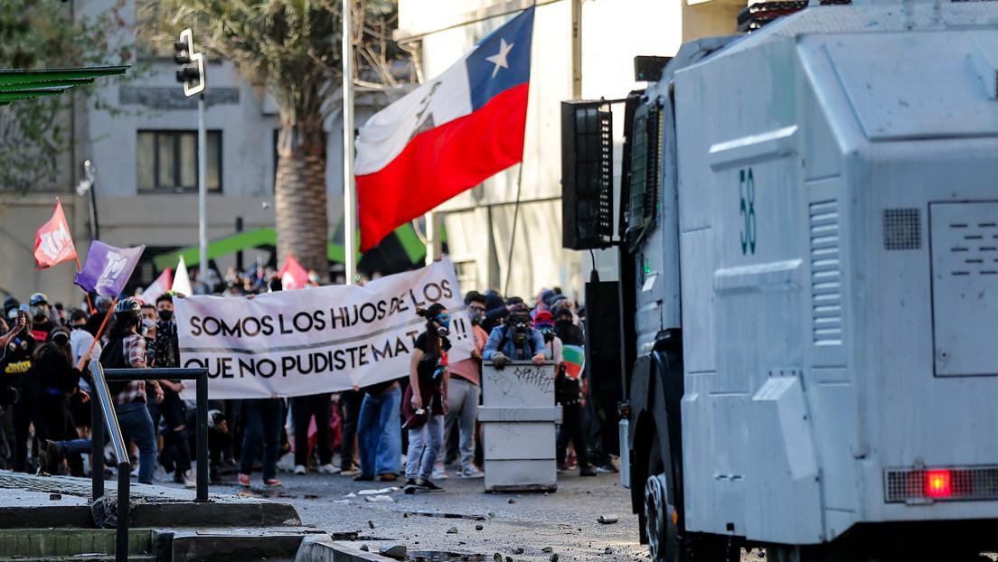 Chile, a un año del estallido: La protesta social persiste en las calles mientras recrudece la represión de Carabineros