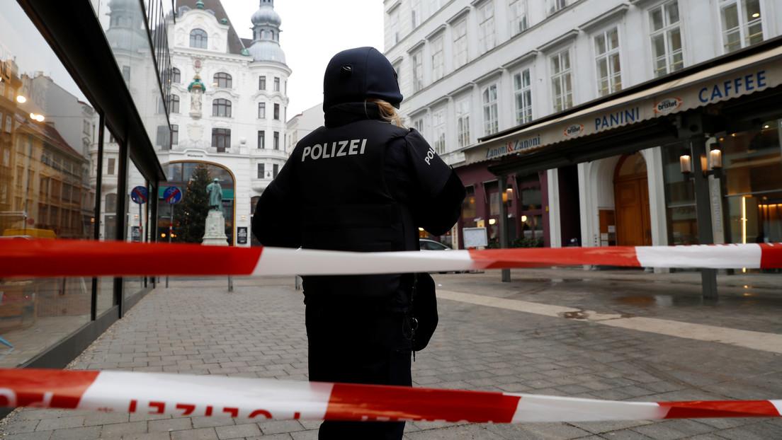 """""""Maté a mis pequeños"""": Una mujer asfixia a sus tres hijos y llama a la Policía para confesar el crimen"""