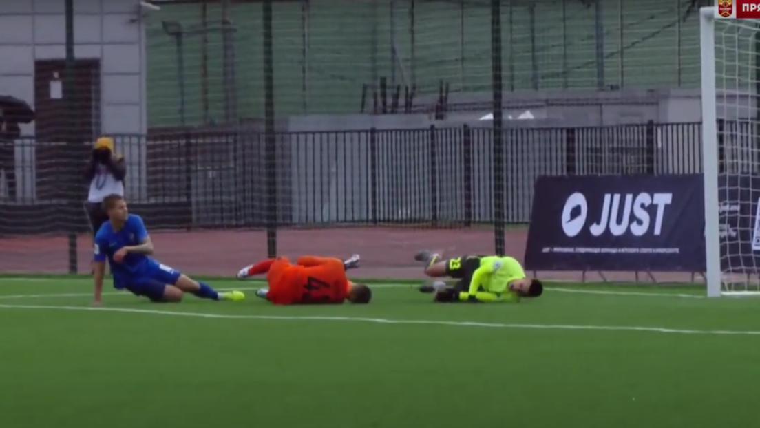 Hospitalizan al hijo del entrenador de la selección rusa de fútbol tras recibir una patada en la cabeza durante un partido (VIDEO)