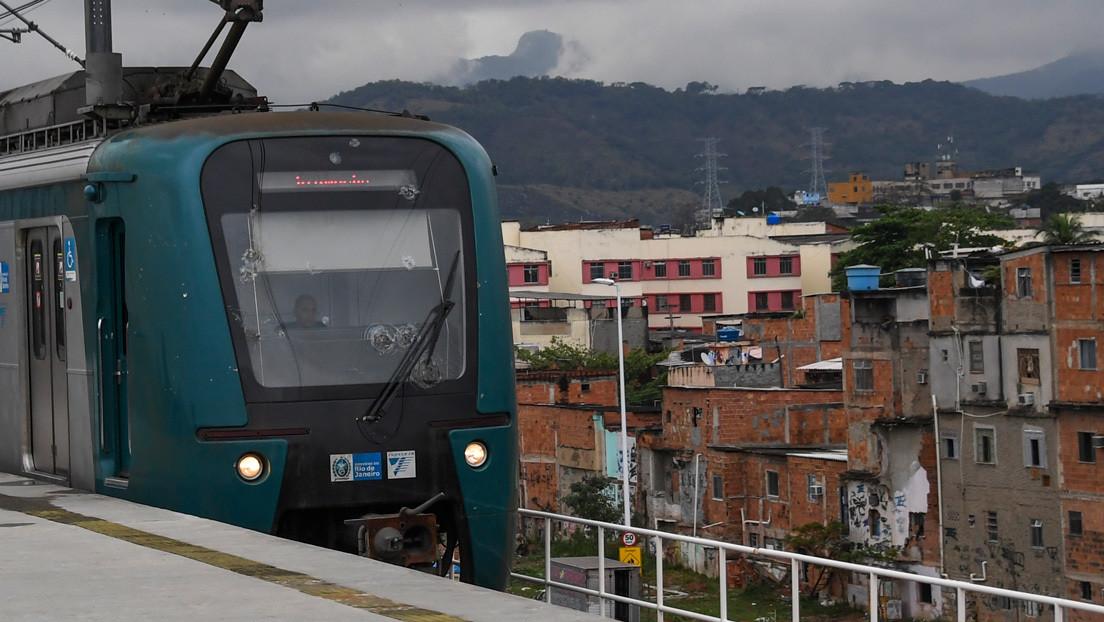 Al menos 10 bandidos armados secuestran un tren en Río de Janeiro para escapar de una operación policial contra el narcotráfico