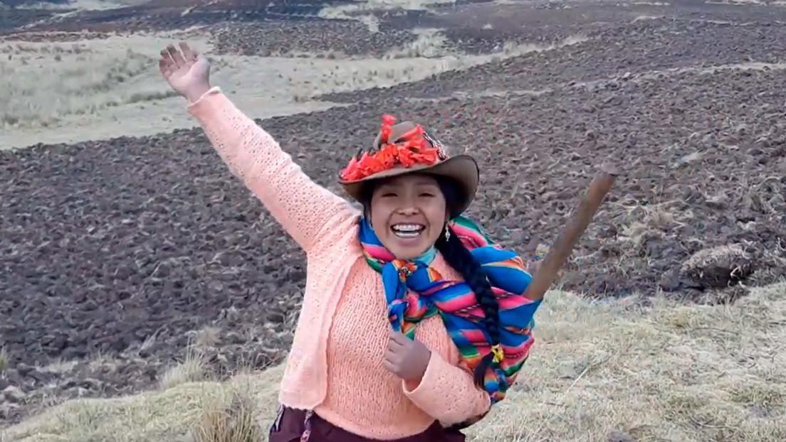 Solischa, la joven 'influencer' peruana que enseña quechua y sus tradiciones andinas