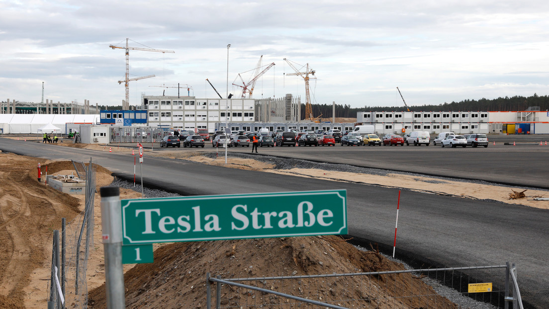 Cortan el agua en una planta Tesla en Alemania por impago de facturas