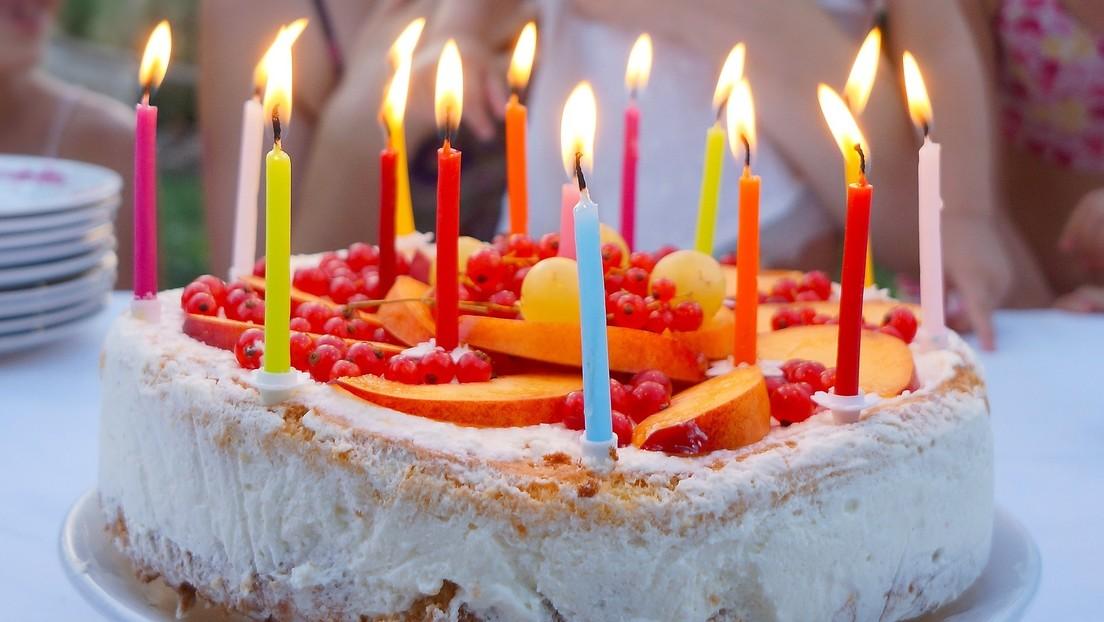 (Video) Niña le apaga la vela de cumpleaños a su hermanita
