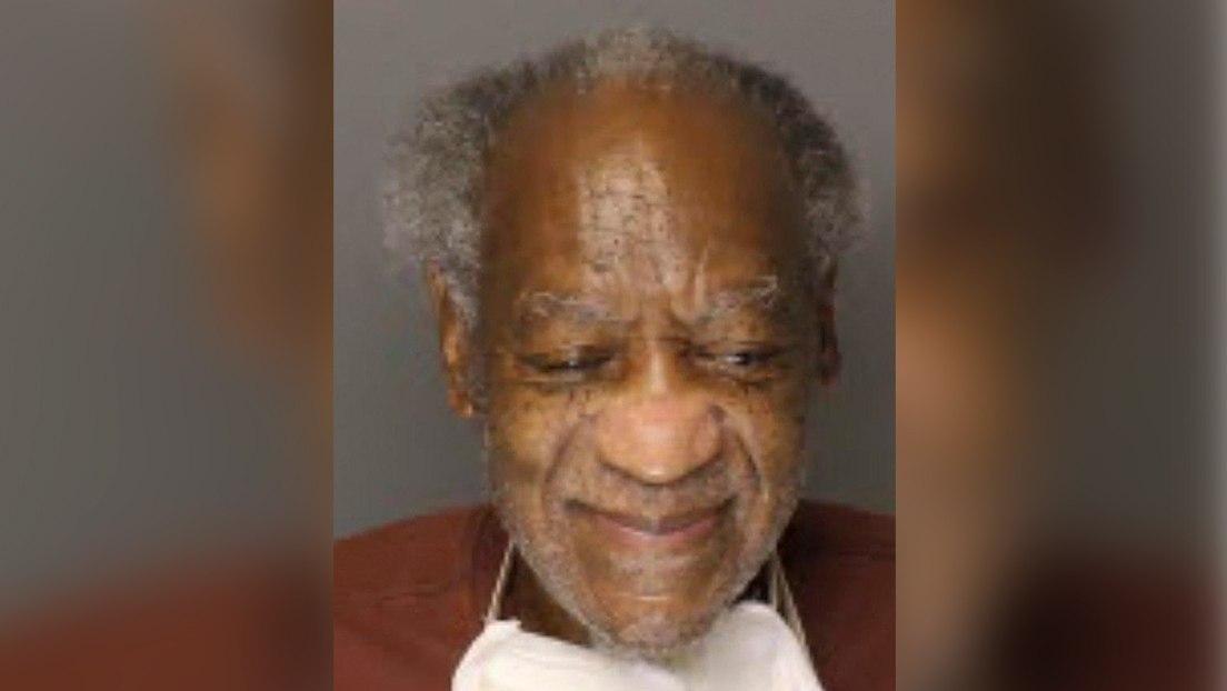 Bill Cosby sonríe en una nueva foto tomada en la prisión donde está encarcelado por agresión sexual