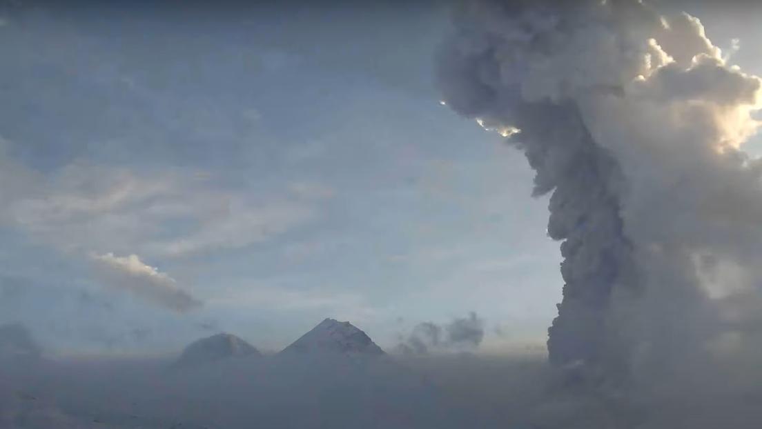 VIDEO: Captan la erupción de un volcán en la península rusa de Kamchatka