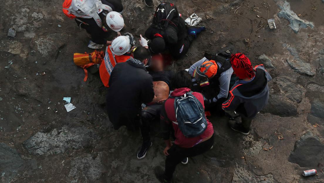 Carabineros de Chile da de baja al policía que empujó a un manifestante desde un puente durante una protesta