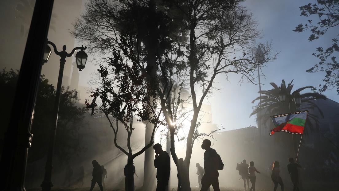 VIDEOS: Carabineros de Chile dispersan a manifestantes con camiones hidrantes, en el último viernes de protestas antes del plebiscito constitucional