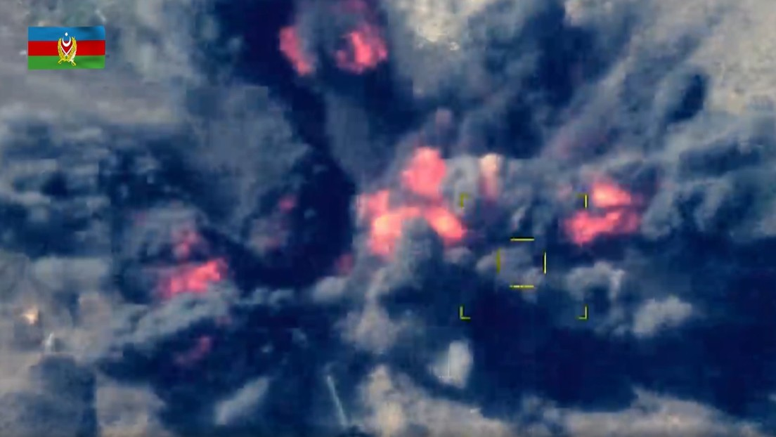 """VIDEO: Azerbaiyán destruye con una serie de ataques aéreos """"las unidades de artillería y el puesto de mando"""" de Armenia"""