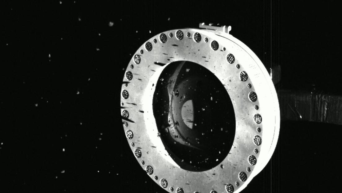 OSIRIS-REx recolectó material del asteroide Bennu, pero parece que algunas de las muestras se están extendiendo lentamente
