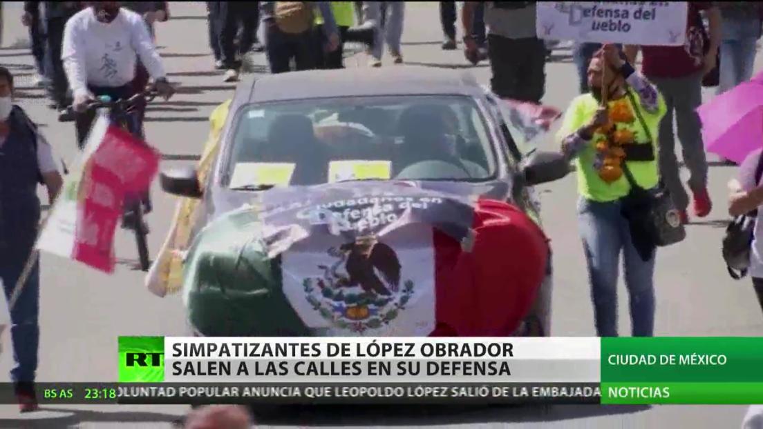 Simpatizantes de López Obrador marchan para demostrarle su apoyo