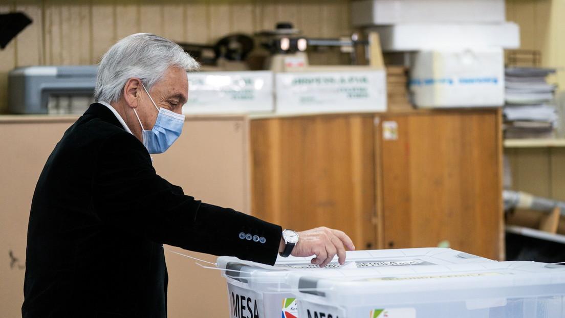 """Piñera niega que su gobierno sea """"el gabinete del rechazo"""" después de votar en plebiscito sobre la Constitución en Chile"""