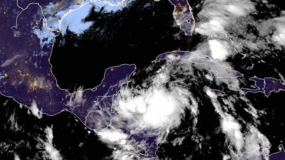 Se fortalecerá tormenta Zeta al acercarse a México