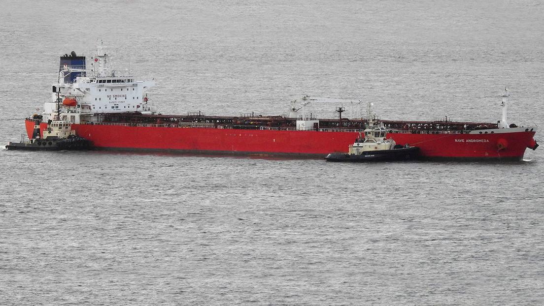 Detienen a 7 polizones que estaban amenazando a la tripulación de un petrolero en el canal de la Mancha (VIDEO)