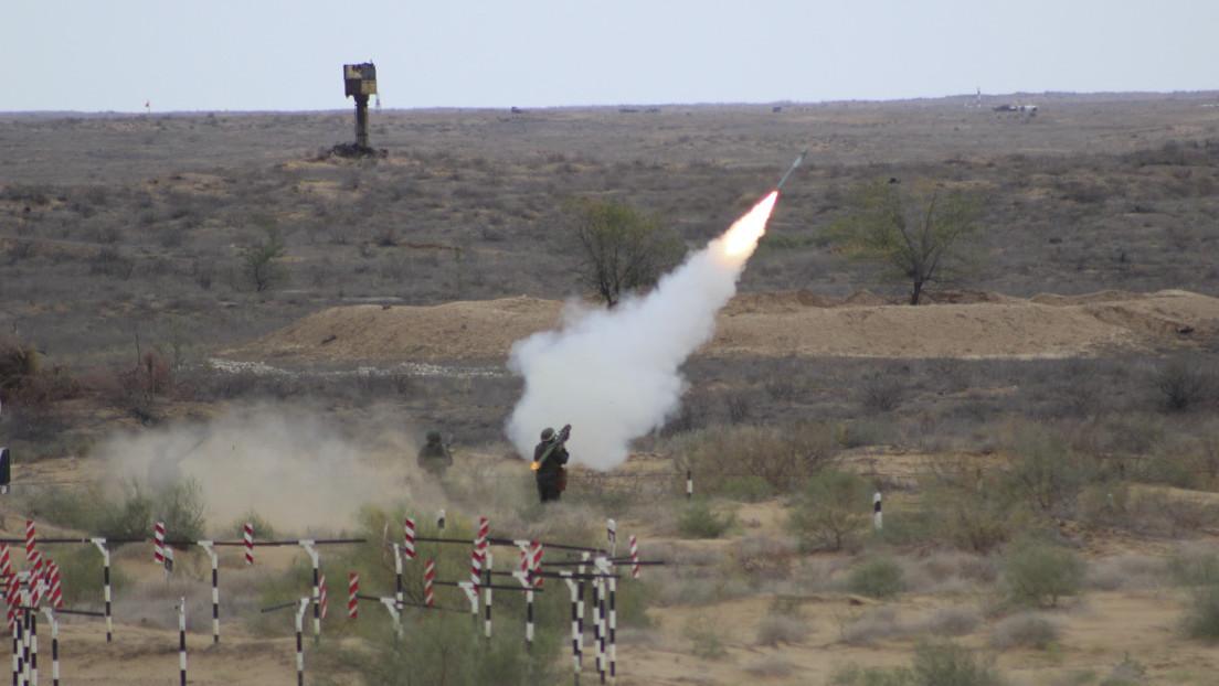 VIDEO: Artilleros antiaéreos repelen un 'ataque masivo del enemigo' durante ejercicios en el sur de Rusia